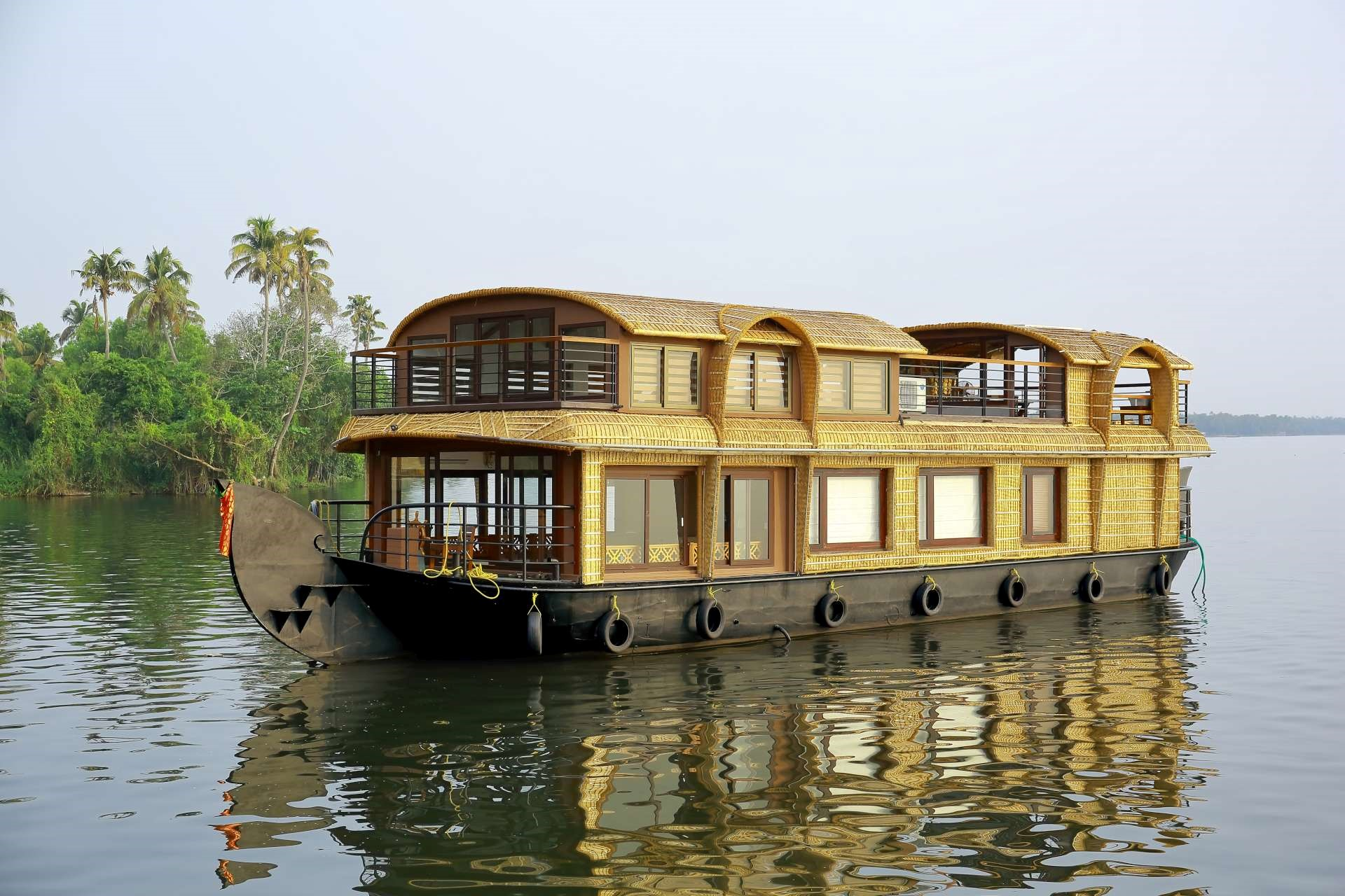 Lake Ripples Ultra Luxury Houseboat in South India