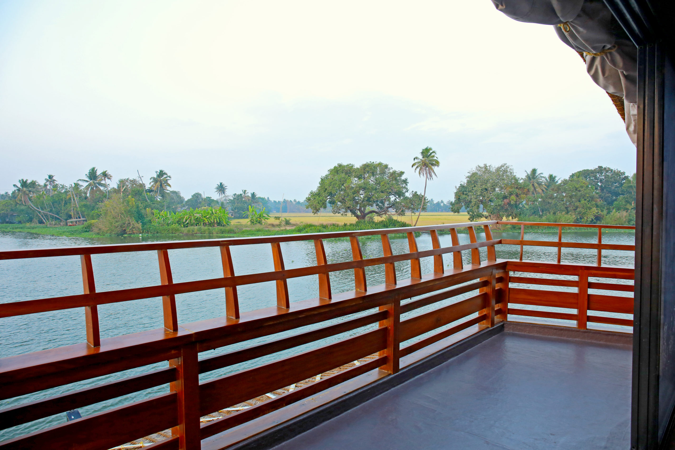 Lake Riviera Luxury Houseboat
