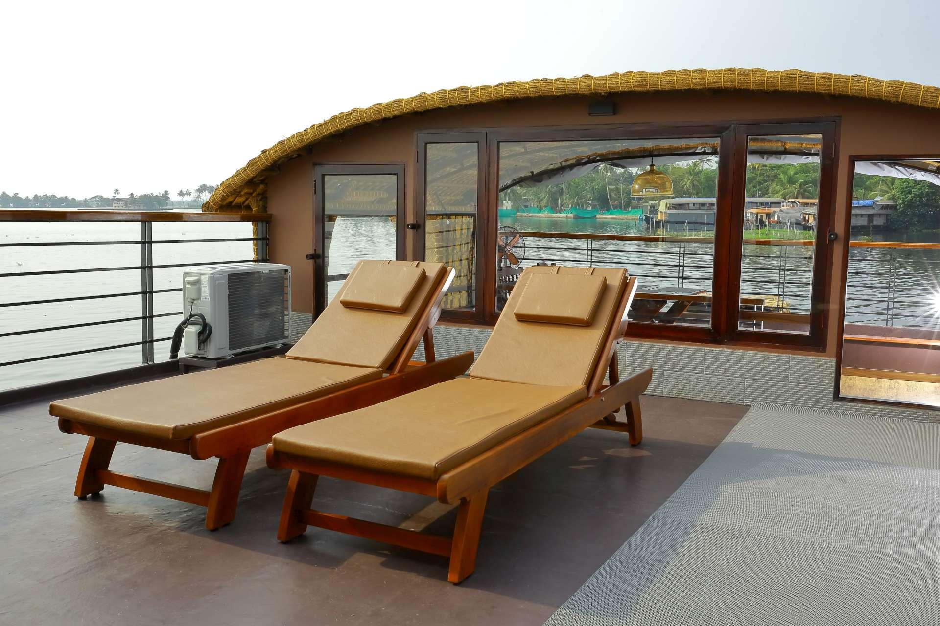 Lake Ripples Ultra Luxury Houseboat in Kerala