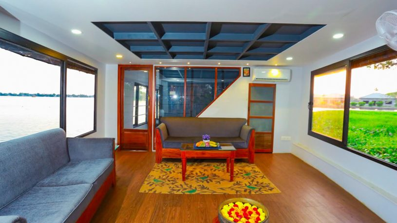 Lake Royale Luxury boat house|Alleppey Boat House