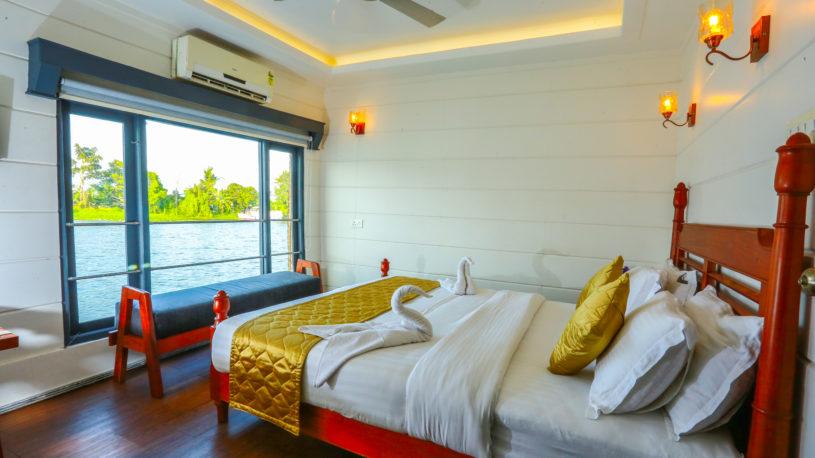 Best Kerala Luxury Houseboats in Alleppey Alleppey Boat House Lake Royale