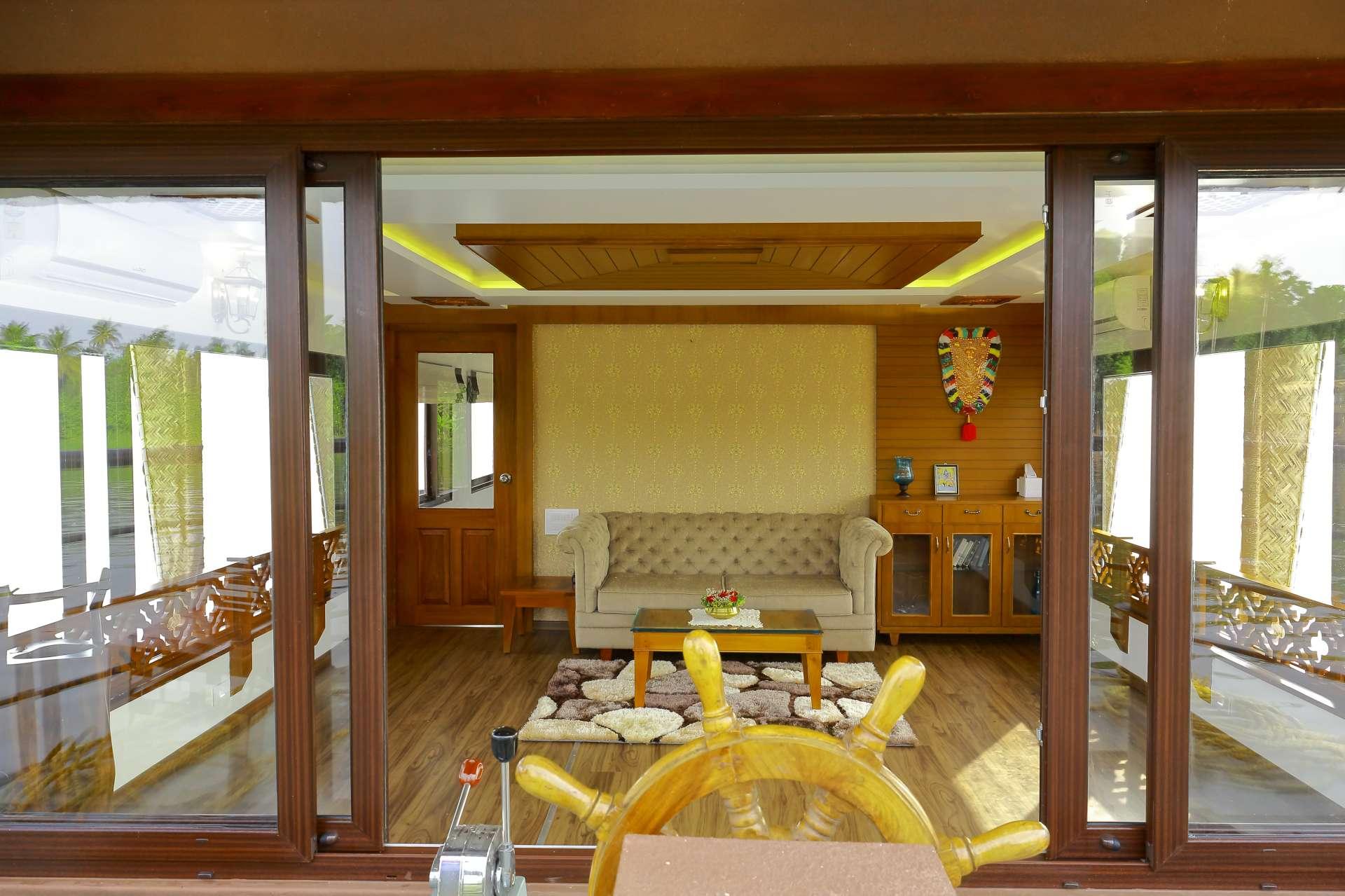 Lake Ripples Luxury Houseboat In Kerala